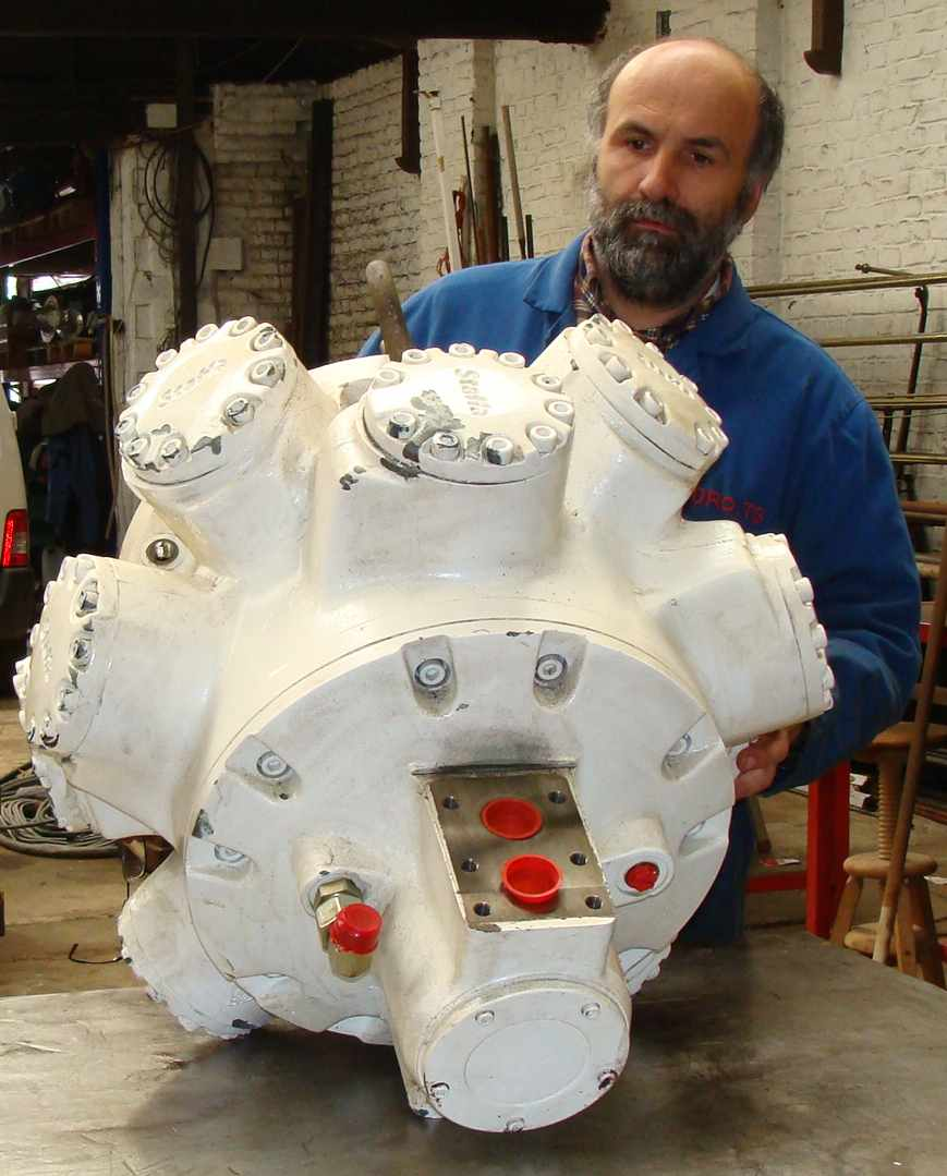 moteur_hydraulique_staffa_atelier.JPG