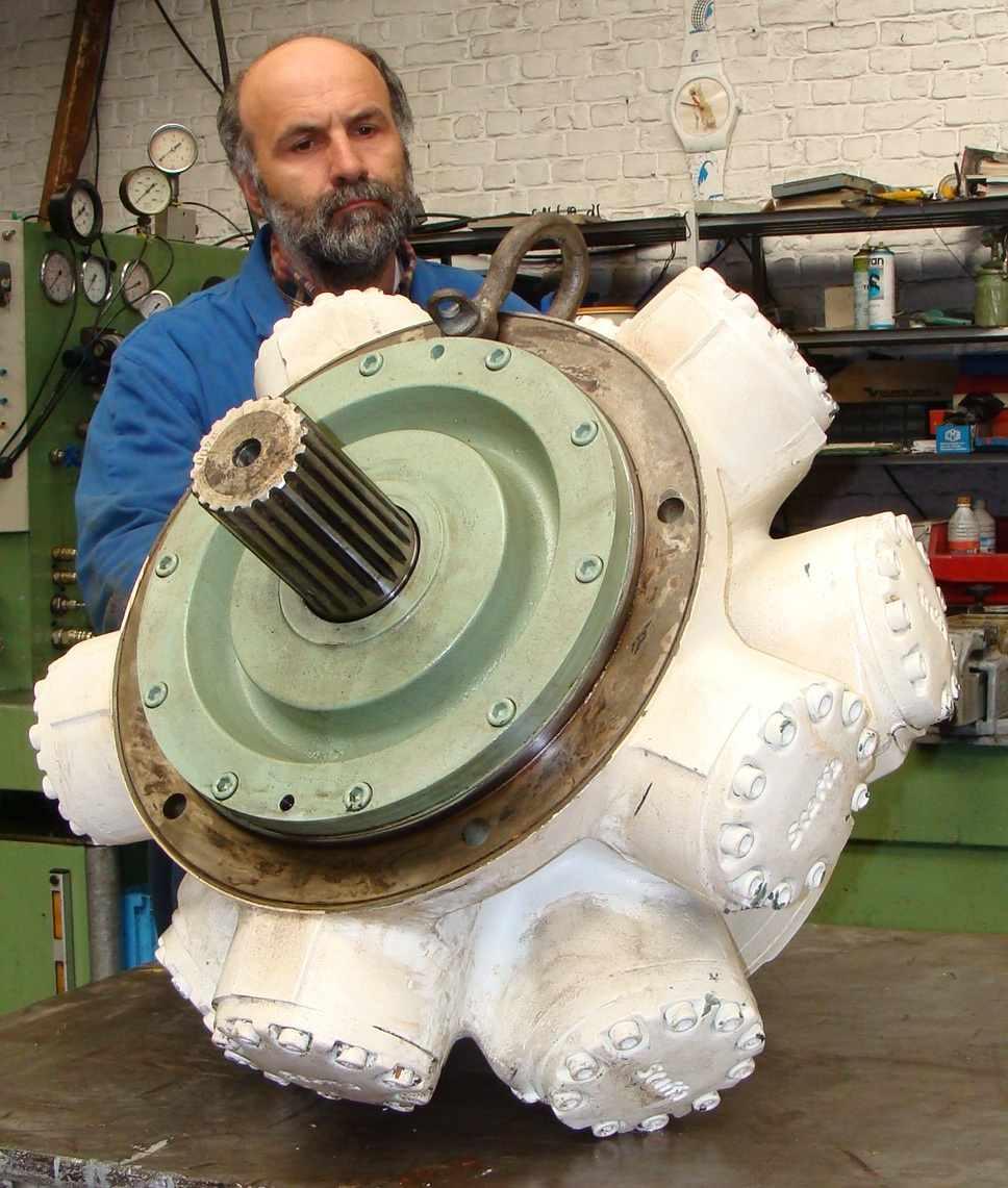 moteur_hydraulique_staffa_kawasaki_atelier.JPG