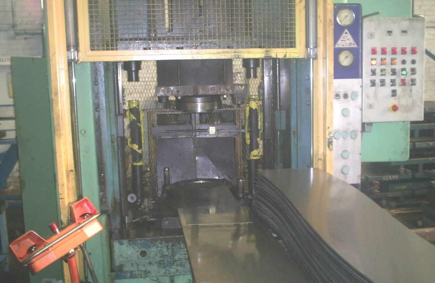 presse_hydraulique_SPIERTZ_SCHULER.JPG