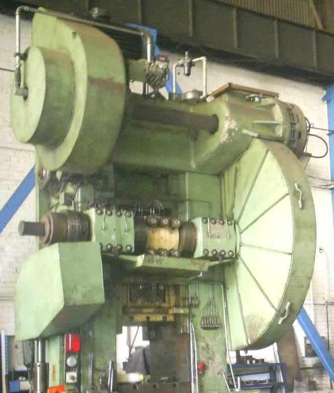 usine_presse_emboutissage.JPG